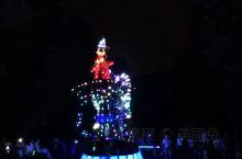 香港迪士尼的花车夜眼