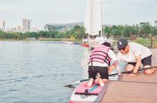 成都夏日约会,环球中心旁就能划浆板皮划艇