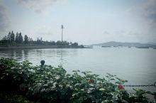 在这里你能感受到大海的气息,也能感受到当地人们的热情,更能看到好多美女[Joyful]