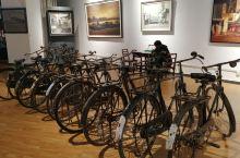 """上世纪六七十年代,自行车与缝纫机、手表是一个家庭富裕象征的""""三大件""""。当时的自行车以28寸凤凰自行车"""