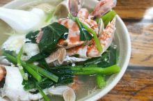 #我的有爱旅途 墙裂推荐:每次来海口必去复习一遍的店,40元一份的排骨海鲜粉里面包含了6只螃蟹、三只
