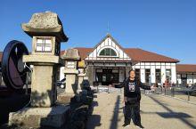琴平是日本四国中的一个小镇,位於高松市附近,乘电車祗需一个小時車程,也算方便,其車站古雅而富設计性,