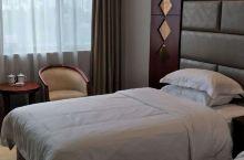 房间很干净,服务员很热情,价格适中。推荐入住
