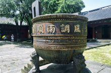"""海神庙是一座专门祭祀""""浙海之神""""的宫殿式建筑 在遭到了数次战乱后,留存的主要建筑就是供奉海神的正殿"""