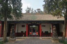 河南洛阳关林庙,大部分为明代建筑遗存,关羽首级葬处,亦墓亦庙,享尽世人哀荣。