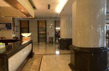 半夜到的,房间给升级了套房,早餐特别丰盛。四星级酒店。好评!
