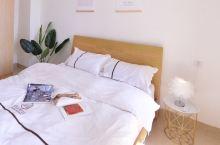 小有情调的公寓,窗帘是电动的吔,惊喜,躺在床上晒太阳哈哈哈