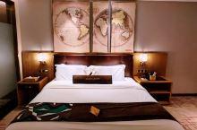 酒店位于唐山市乐亭县,有自己的地下车库。前台小妹妹服装整洁、语气轻柔。酒店设计感适合年轻人,酒店内部