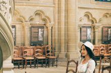 洛桑 | 充满故事性的大教堂  洛桑圣母大教堂是瑞士规模最大的教堂,也是洛桑城市形象的象征。高高耸立
