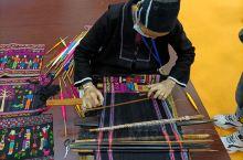 """海南黎族织锦—黎锦。其悠久的历史,精美的做工,深受黎锦爱好者喜欢。2009年10月,""""黎族传统纺染织"""