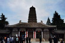 法门寺始建于东汉,因有释迦牟尼佛指骨舍利而成为佛教圣地。寺内有真身舍利塔、大雄宝殿、地宫和博物馆。