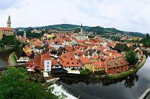 去捷克是四、五年前的事了,那时候是奔着布拉格去的,听说整座城市被评为世界文化遗产,是欧洲最美的城市之