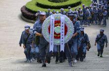 今天是清明节,早上就在电视上看到了很多祭奠英烈的新闻,其中就有井冈山烈士陵园的画面。这一下子把我拉回