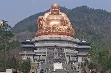 溪口去过二次了,但雪窦寺还是初次到,金色的弥勒菩萨笑口常开,是雪窦寺的镇寺之宝,我国五大佛教胜地,雪