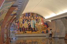 俄罗斯随手拍系列2-莫斯科地铁  莫斯科地铁 被公认为世界上最漂亮的地铁,始建于1935年,建造时考