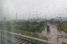 火车到这里不走了,谁知道这是咋了?