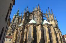 布拉格肃目庄严的城堡区