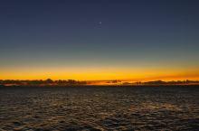 海上日出。。。