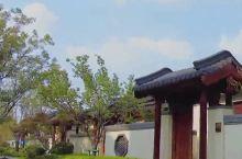 中式风格的高大上的渡假村,市市区也挺方便的,吃喝玩乐都是非常的好,可以带着孩子们玩上个一整天。