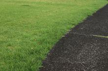 在这小公园里来锻炼⋯⋯免费的街边小公园⋯