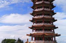 我们乘缆车下山,到云顶高原半山腰上就可以参观清水岩庙,这个规模宏大的寺庙,浓郁的中华风格让许多中国游