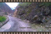 行驶在玛娜茶金到稻城亚丁的原始森林路段