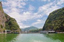 碧绿的湖水,巍峨的山峰,壮奇的瀑布,幽深的峡谷,繁茂的植被,古老的禅寺,纯净的水质,清新的空气,凉爽