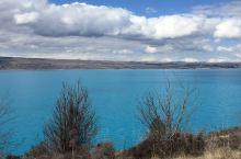 新西兰去了两次,第一次是跟携程团的,第二次是自驾只去南岛。记得第一次去的时候看见WANAKA湖里好多