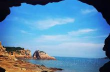 下尾岛的海蚀洞