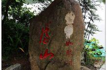 庐山如琴湖,即如琴湖,是位于江西省九江市庐山市牯岭镇的一处街心公园,也是庐山 如琴湖 风景区的著名景