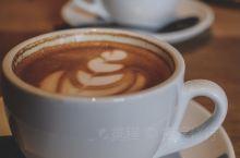 三刷了drilling,然而德国咖啡拉花冠军小哥不在,好吧,还是点了卡布奇诺和flat white。