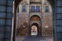 托莱多老城的古城门