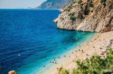 土耳其 |地中海的冒险之都  从费特希耶到卡什也就是经典D400公路自驾时路过的小沙滩,被称为世界最