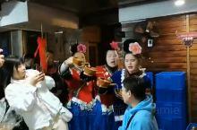苗寨的高山流水敬酒,体验少数民族的酒文化