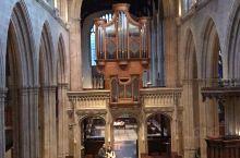 教堂,不仅承载着信徒们的虔诚信仰,也承载着不同时代的历史。来英国,怎么能不去教堂感受浓烈的宗教文化和