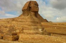 埃及金字塔是至今最大的建筑群之一,成为了古埃及文明最有影响力和持久的象徵之一,这些金字塔大部份建造于