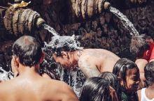 巴厘岛最喜欢的地方—神秘的圣泉寺!拥有一千二百多年的历史,巴厘岛本地人三不五时都要约上朋友家人小伙伴