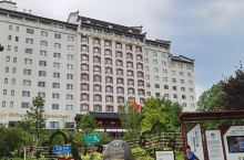 该酒店位置好,装修也不错,价位适中,逛过夫子庙来这里休息片刻,服务很好,由于酒店早已安排好了,不得已