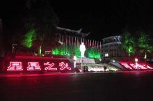 井冈山革命博物馆位于江西省井冈山上的茨坪,是中国遗址性革命史类博物馆。  寓意在油灯下开辟。红灯长名