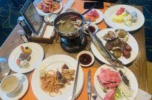 自助餐从风格到名字都有一种浓浓的香格里拉的味道 自助餐完全不可同日而语了,大打折扣啊,肉串硬硬的,菜