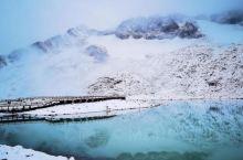 早上安排小车来接我们送到出发地,这几天风景很美,达古冰山景区开始下雪了,很美很美,苏导比较负责给我们