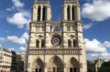 2018年8月,参观巴黎圣母院。