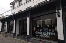 """在苏州遛弯,走过路过滚绣坊,见到门面器宇不凡的静思书院,一旁的标牌有""""欢迎入内""""字样,遂进门参观。此"""