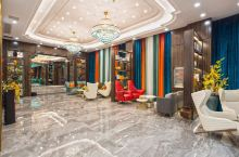 最美恩施,最美施州酒店。步入酒店大门,就如同步入了油画仙境一般,颜色搭配非常靓丽。酒店的服务很棒,服