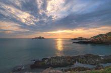 花鸟岛日出 岛上最适合观赏日出的地方是佛手石 夏季日出5点左右,4点多就可以来等候 我这次起床晚了,
