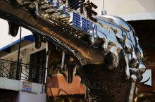石狮有一个创意园,叫星期一创意园,曾经应该是很热闹的一个地方,不过慢慢的废弃了,从周边的餐饮酒吧电影