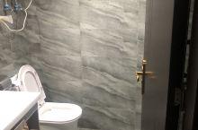 来贵州出差 网上团的这个酒店 还是非常不错的 老板人也很热情 [ThumbsUp]