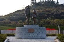 江西井冈山景区的毛泽东与贺子珍雕像。