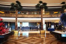 这家五星级酒店不错,地理位置很好,紧靠着云龙湖,环境优美,空气清新。
