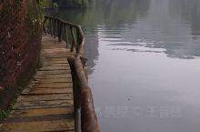 翔龙湖游玩比较轻松,风景优美。5A景区